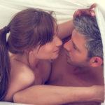 homme et femme sous la couette